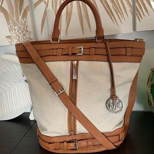 Michael Kors XL Kingsbury bucket bag